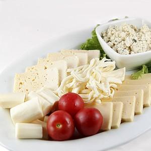 Нарезка из сыров